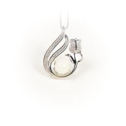 Necklace pearl tulip